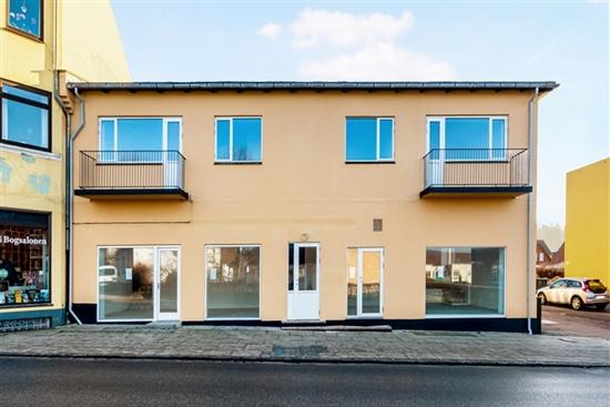 77 m2 butik i Frederiksværk til leje